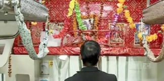 ट्रैन में भगवान शिव के लिए सीट रिजर्व पर सफाई